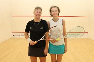 WO55 Match 6 Lesley Sturgess vs Susan Pynegar